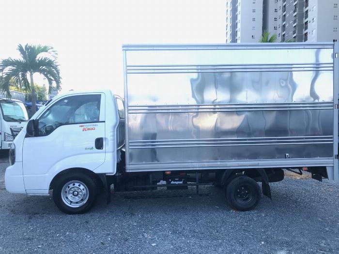 Cần bán xe tải K200 thùng kín tải trọng 1,9 tấn lưu thông nội ô sài gòn, hỗ trợ trả góp 75% giá trị xe.