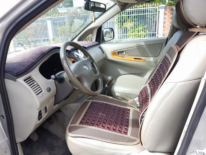 Cần bán xe Toyota Innova 2011 số sàn màu bạc, 6