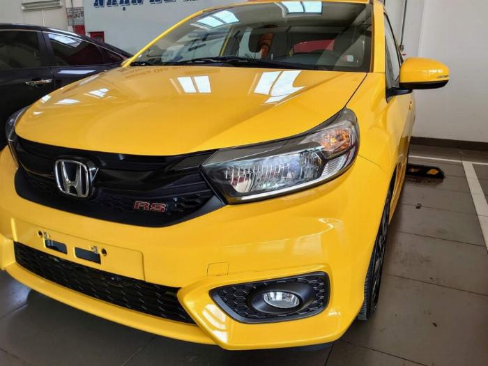 Xe Honda Brio màu vàng