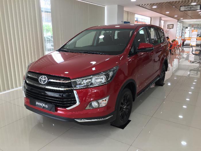 Toyota Innova Venturer ngoại thất mạnh mẽ