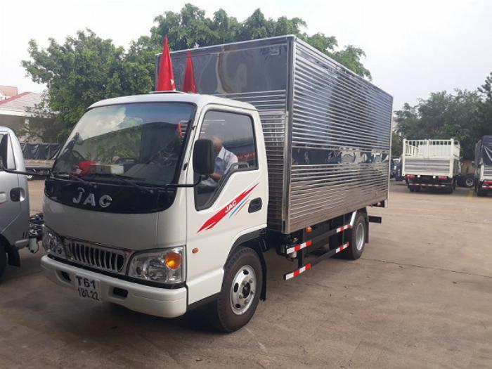 Jac 2.4 tấn thùng kín, giá tốt chính hãng 1