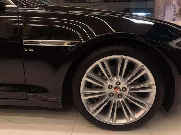 Cần bán xe Jaguar XJL 3.0 2018 màu đen tự động 8 cấp