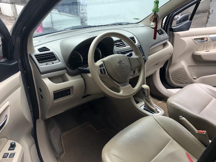 Cần bán xe Suzuki Ertiga 2017 số tự động màu xám chì