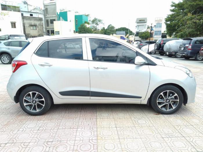 Bán Hyundai I10 số sàn 1.2 Hatchback 2018 màu bạc đẹp như mới. 7