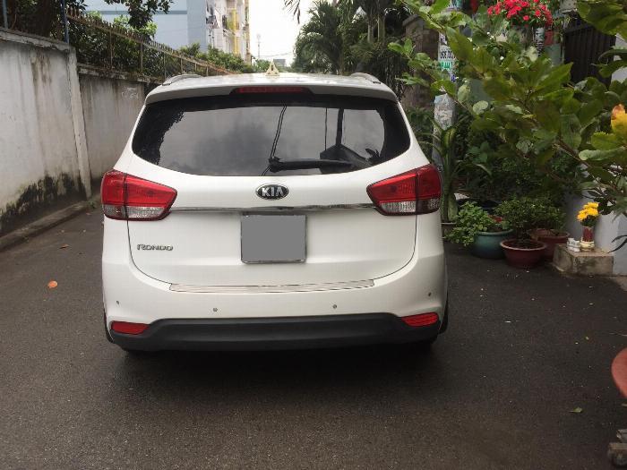 Cần bán xe Kia Rondo 2016 số tự động máy xăng, xe màu trắng còn rất mới 2