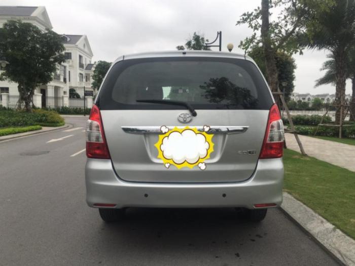 Nhà cần bán Innova 2012 màu bạc số sàn xe đẹp không suy nghĩ nhé 2