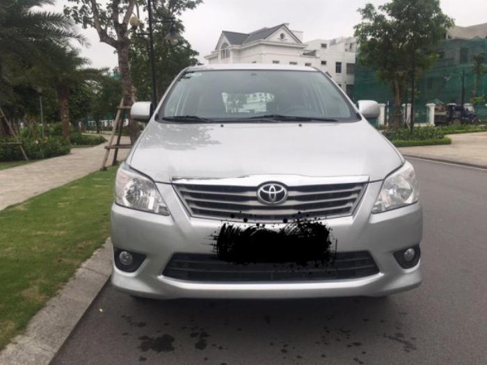 Nhà cần bán Innova 2012 màu bạc số sàn xe đẹp không suy nghĩ nhé 6