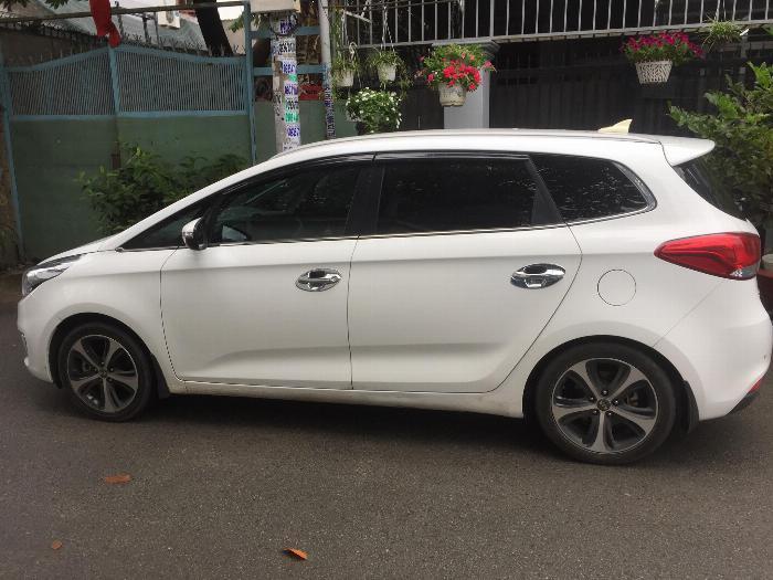 Cần bán xe Kia Rondo 2016 số tự động máy xăng, xe màu trắng còn rất mới 3