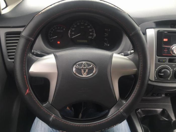 Nhà cần bán Innova 2012 màu bạc số sàn xe đẹp không suy nghĩ nhé 7