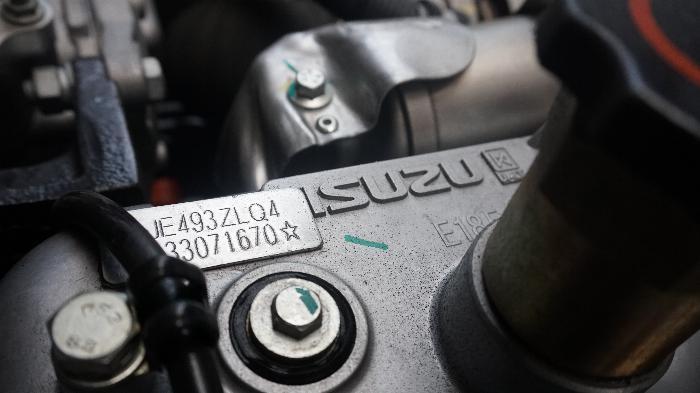 Xe tải 2t4 máy ISUZU thùng kín 4.390m phun dầu tiết kiệm, hỗ trợ trả góp 80%