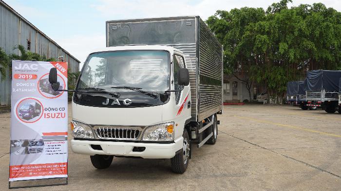 xe tải 2t4 sx 2019 máy ISUZU đồng bộ thùng bạt dài 4.390m, hỗ trợ góp 80%