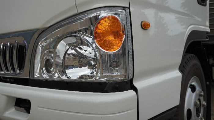 xe tải 2t4 thùng bạt dài 4.4m máy ISUZU đồng bộ hỗ trợ trả góp 80% xe