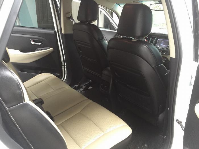 Cần bán xe Kia Rondo 2016 số tự động máy xăng, xe màu trắng còn rất mới 5