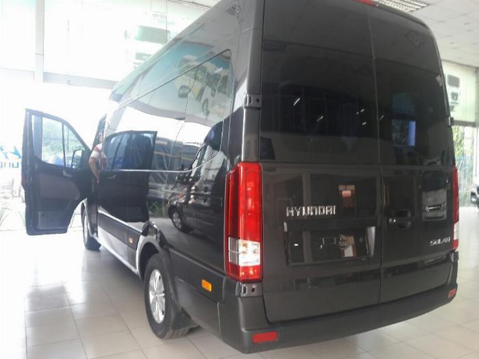 So sánh Solati Hyundai với phân khúc xe 16 chỗ Minibus