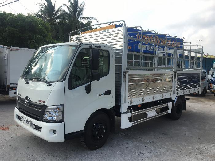 Xe tải HINO XZU720L tải 3.5 tấn thùng mui bạt dài 5.2m - Trả Góp 0