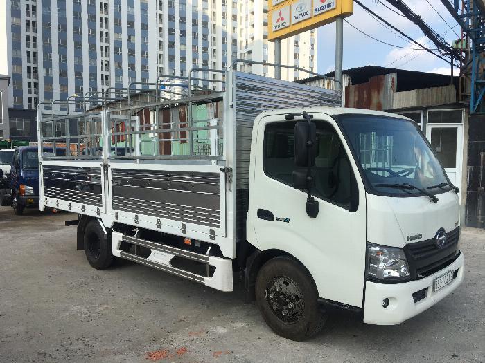 Xe tải HINO XZU720L tải 3.5 tấn thùng mui bạt dài 5.2m - Trả Góp 1