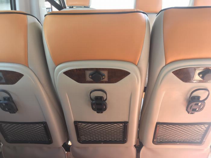 Dịch vụ độ xe Universe thành xe hạng sang ghế VIP Limousine 2