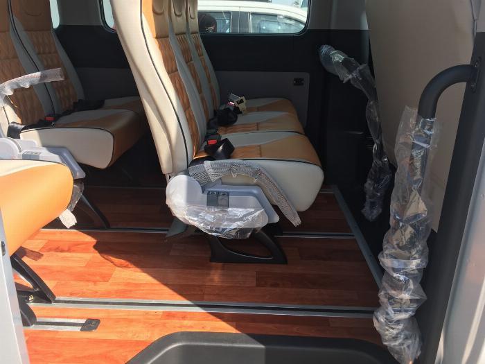 Dịch vụ độ xe Universe thành xe hạng sang ghế VIP Limousine 9