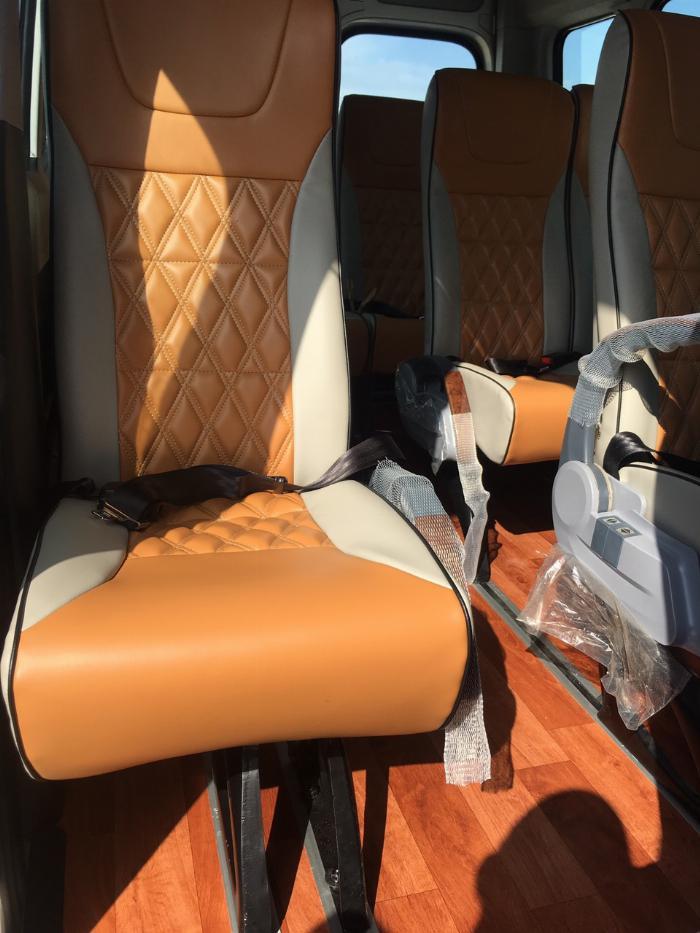 Dịch vụ độ xe Universe thành xe hạng sang ghế VIP Limousine 10