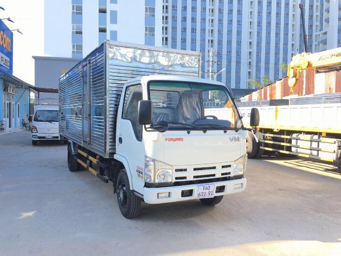 Xe tải ISUZU VM tải 1.9 tấn thùng kín dài 6.2m - Trả Góp 1