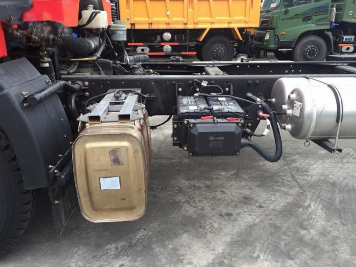 xe tải faw 7.8 tấn thùng dài 9m7-trả trước 300tr có xe 10