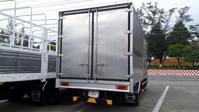 Giá xe tải Hino 5 tấn thùng kín - Mua xe tặng ngay 100 Lít dầu 3