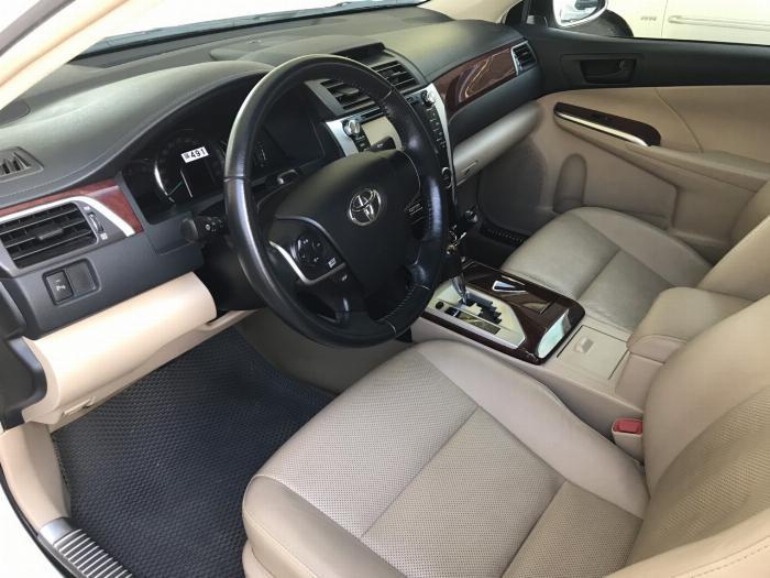 Bán Camry 2.0E đời 2014, xe lên đời khóa thông minh star/stop, mặt nạ Lexus. Hỗ trợ ngân hàng lên đến 70% 2