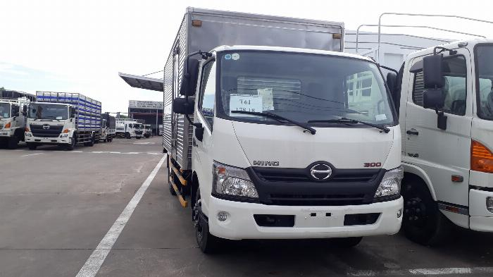 Giá xe tải Hino 5 tấn thùng kín - Mua xe tặng ngay 100 Lít dầu