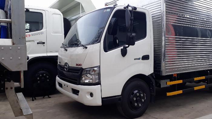 Giá xe tải Hino 5 tấn thùng kín - Mua xe tặng ngay 100 Lít dầu 4
