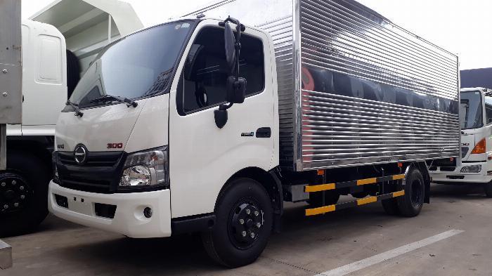 Giá xe tải Hino 5 tấn thùng kín - Mua xe tặng ngay 100 Lít dầu 0