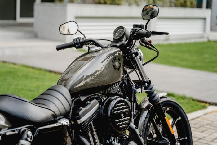 Harley Davidson Iron 883cc Chính Hãng 100% 2