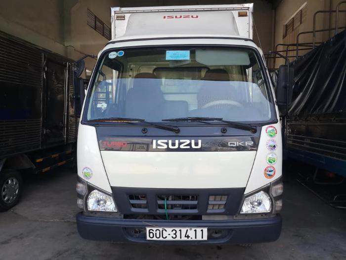 cần bán xe tải isuzu QKR đời 2016 tải 1,85 tấn thùng kín giá tốt trã góp 3