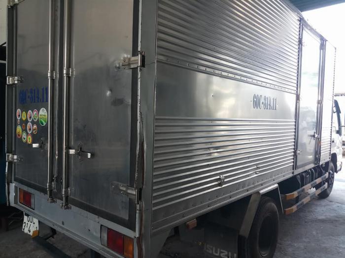 cần bán xe tải isuzu QKR đời 2016 tải 1,85 tấn thùng kín giá tốt trã góp 7