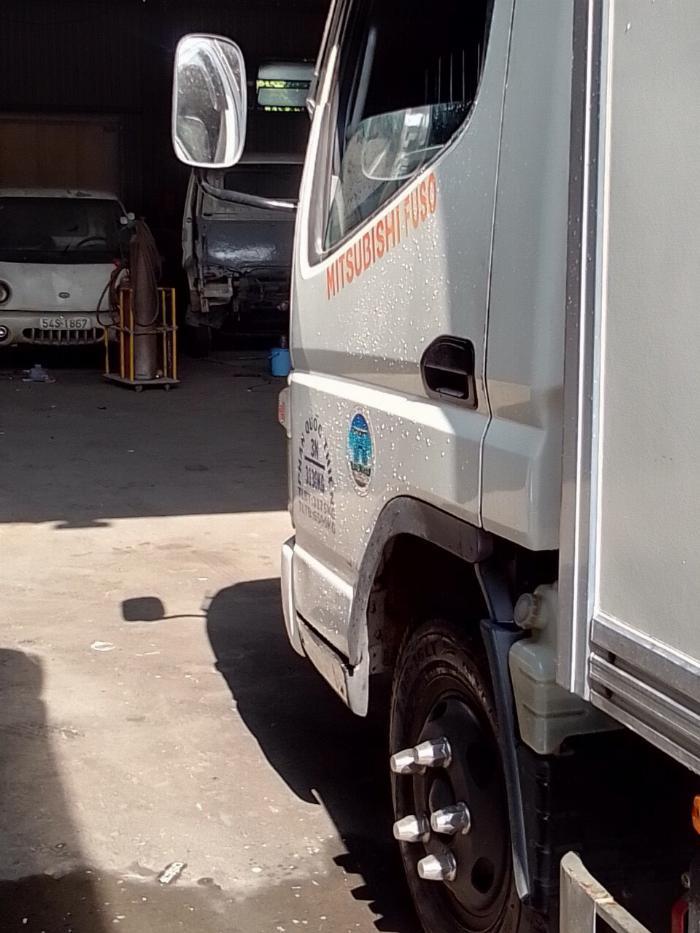 bán xe tải mitshubishi 3t5 đời 2012 thùng kín compusit 5