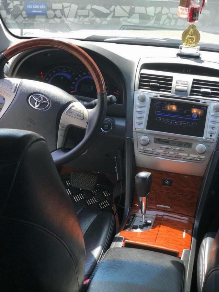 Nhà kẹt tiền bán Toyota Camry 3.5q 2010 số tự động bản full, 2