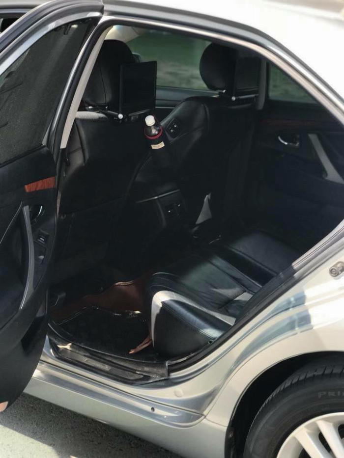 Nhà kẹt tiền bán Toyota Camry 3.5q 2010 số tự động bản full, 6