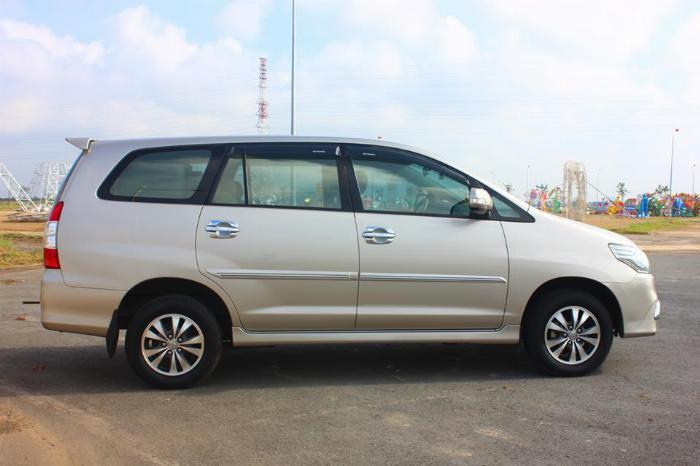 Bán Toyota Innova số sàn 2015 Vàng kim xe chính chủ. 0