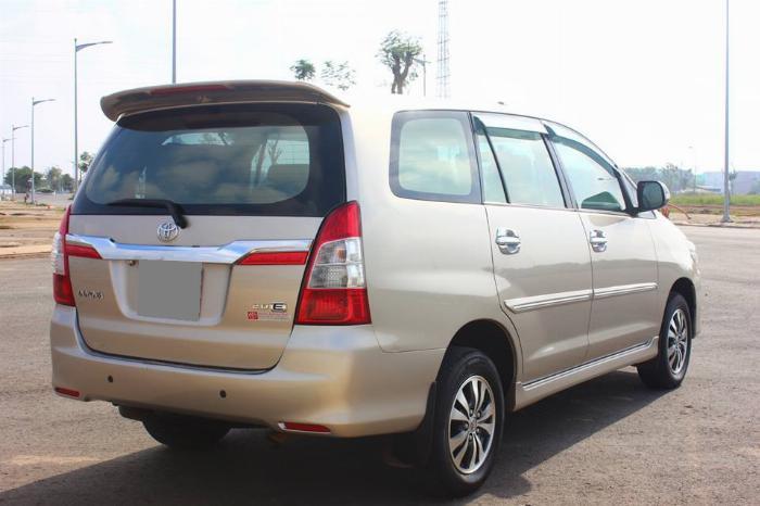 Bán Toyota Innova số sàn 2015 Vàng kim xe chính chủ. 5