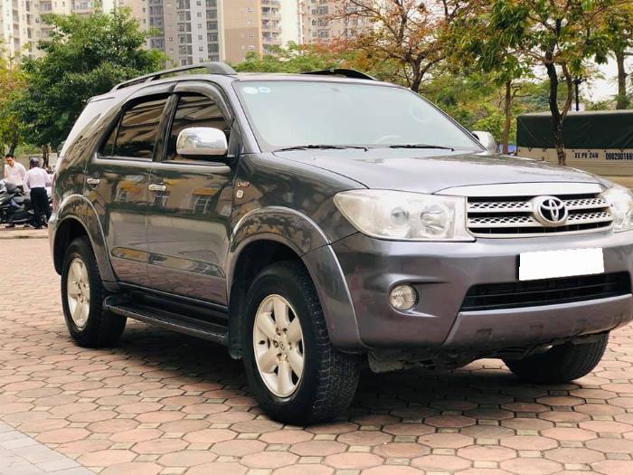 Bán Toyota Fortuner 2010 máy dầu Xám chì xe đi kỹ