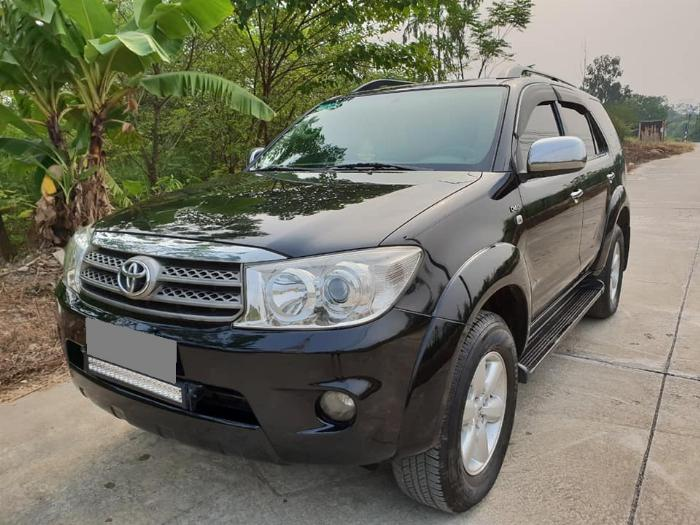 Bán Toyota Fortuner 2010 số sàn dầu xám bút chì rất đẹp