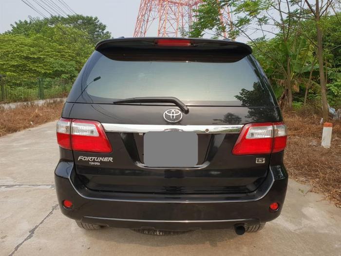Bán Toyota Fortuner 2010 số sàn dầu xám bút chì rất đẹp 2