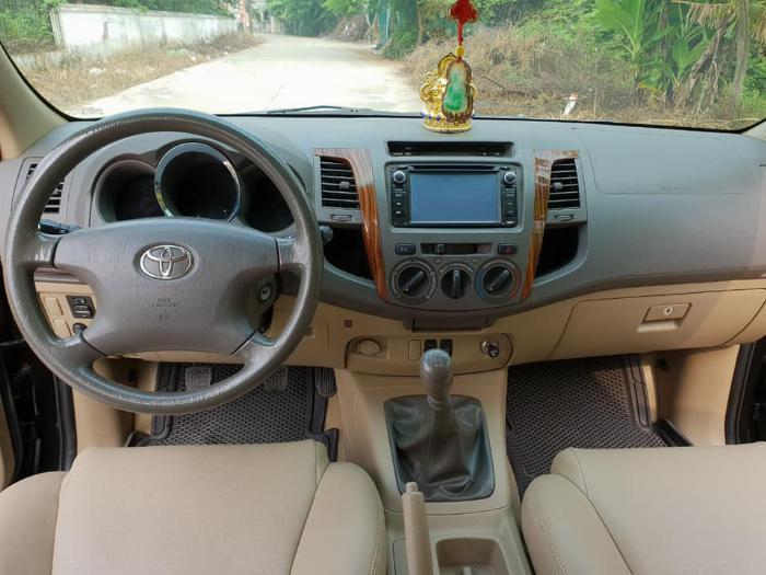 Bán Toyota Fortuner 2010 số sàn dầu xám bút chì rất đẹp 4
