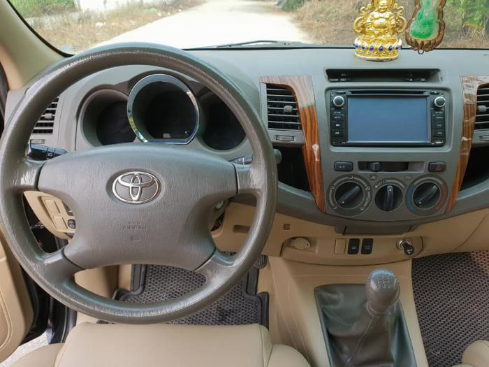 Bán Toyota Fortuner 2010 số sàn dầu xám bút chì rất đẹp 6