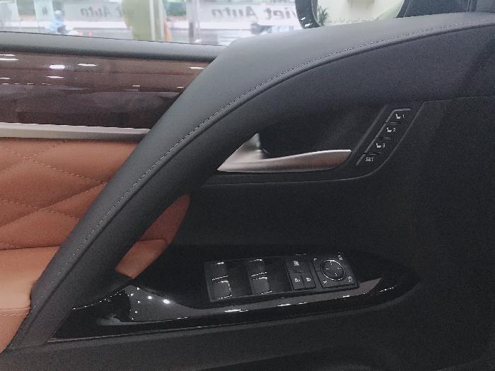 Bán Lexus LX570 Autibiography MBS 4 Chỗ,4 ghế Massage,5 7