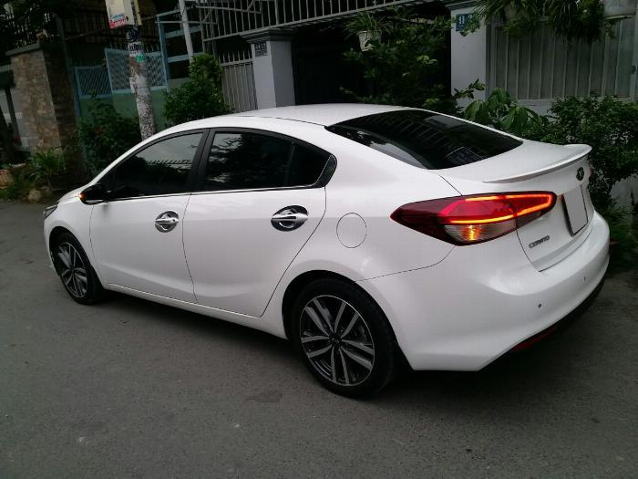 Mình cần bán Kia Cerato 2017 tự động màu trắng xe tuyệt đẹp.