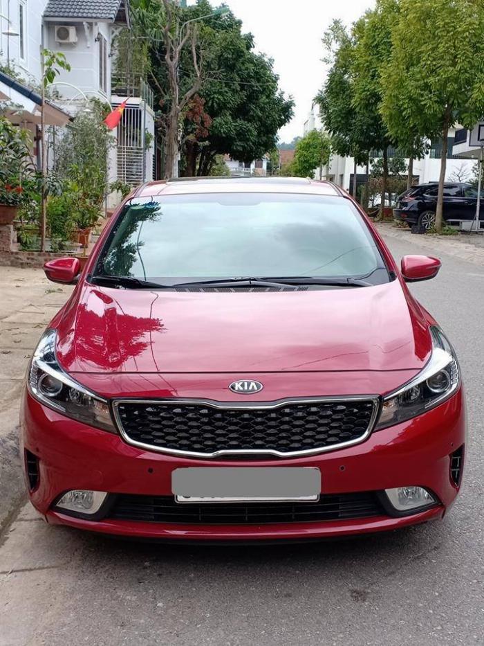 Cần bán Kia Cerato 2017, số tự động, màu đỏ