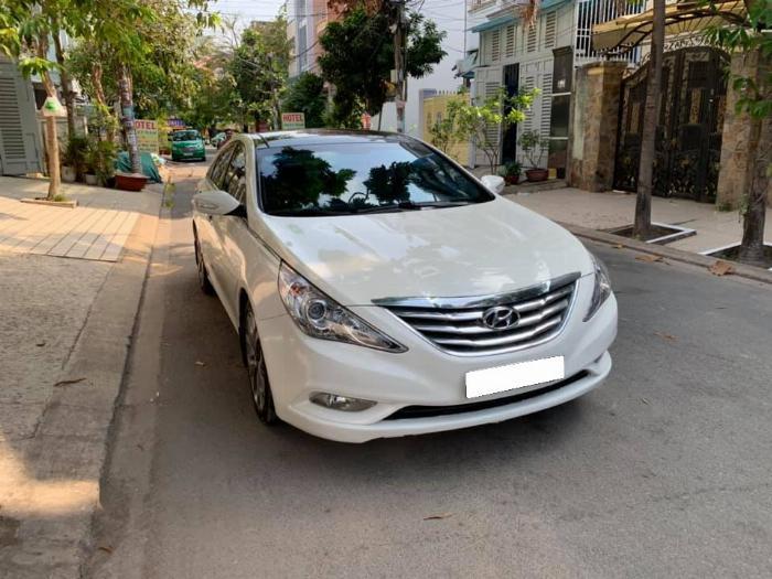 Gia đình cần bán Sonata 2012, số tự động, màu trắng 2