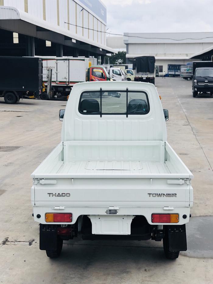 Cần bán xe tải Towner800 tải trọng 990kg thùng kín, thùng lững vào thành phố