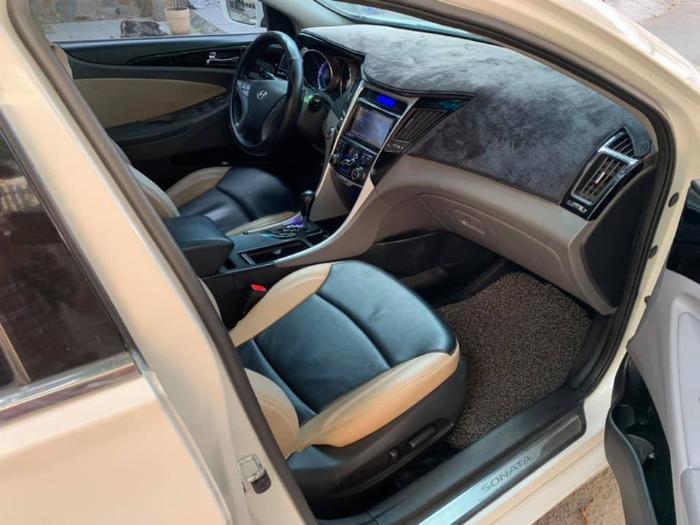 Gia đình cần bán Sonata 2012, số tự động, màu trắng 4