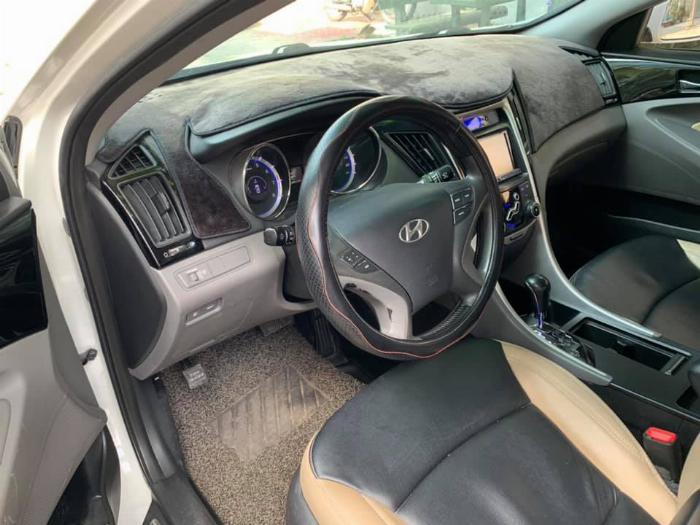 Gia đình cần bán Sonata 2012, số tự động, màu trắng 5